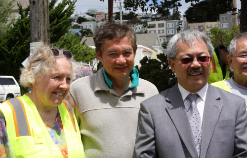 Ming Louie (center) with Pat Moore (left) and Mayor Ed Lee, at the ribbon-cutting for the Circular Ave Garden, on Sept 17, 2011.